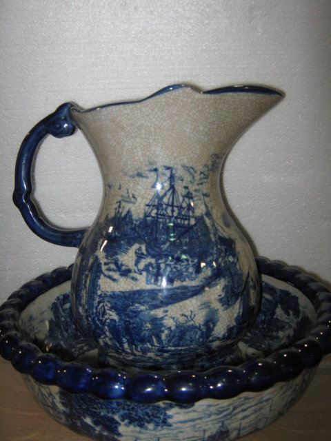 Pitcher and bowl, Flow Blue
