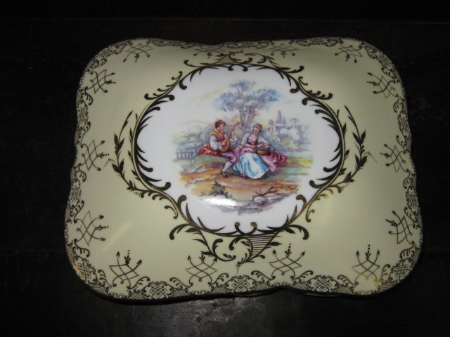Large Pale Yellow Courting Couple Jewelry Trinket Box