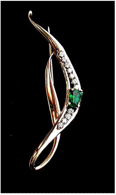 EMERALD ESTATE BROACH  1.10 Carats, Diamond  14k  Yellow Gold  * Certified Virtually Flawless  Type ( A )