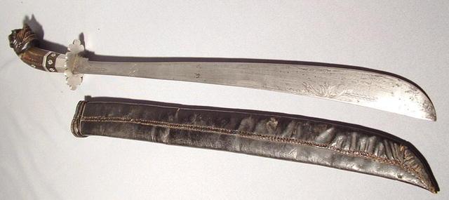 ANTIQUE 19TH CENTURY ISLAMIC MALAY SWORD GOLOK