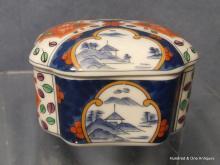 Antique Japanese Imari Porcelain Box Showa period
