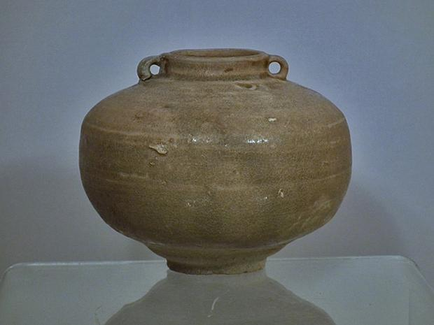 Ancient Chinese Jin Dynasty (265-420 A.D.) Yue Ware Celadon Jar
