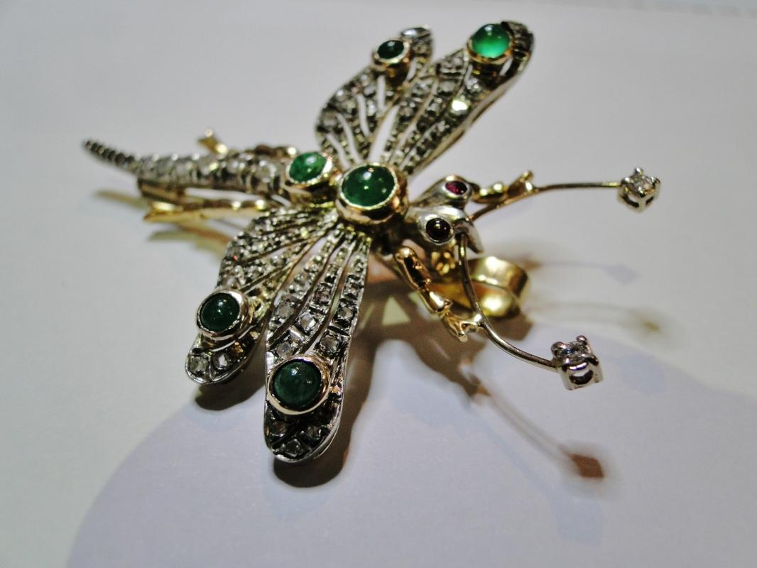 FINE ORNATE 18K GOLD DIAMOND & EMERALD FIGURAL BROOCH DRAGONFLY SIGNED