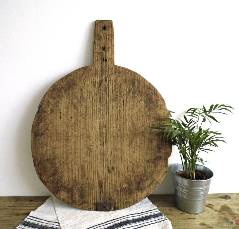 Antique Cutting Board Chopping Board Wood Round Vintage Board Handle Large Rustic Bread Onion Cheese Serving Plate Farmhouse Kitchen Decor