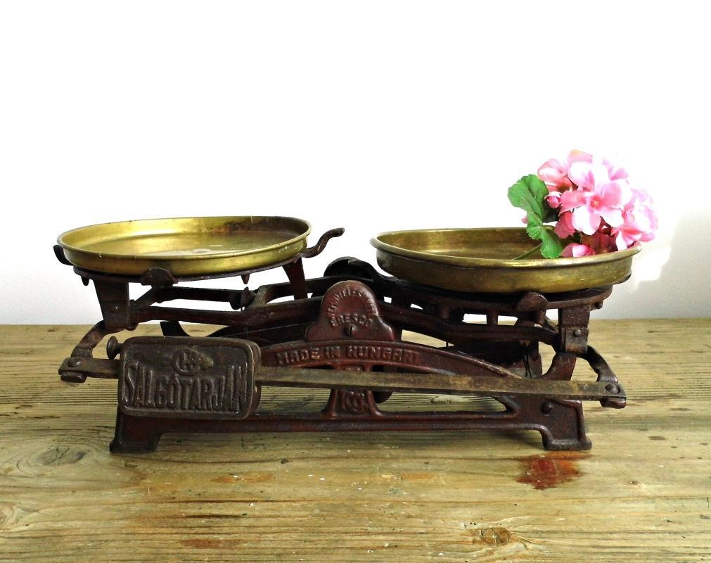 Antique Kitchen Scale Vintage Market Balance Hungary Cast Iron Metal Brown Scale Counter Scale Rustic Farmhouse Kitchen Industrial Decor