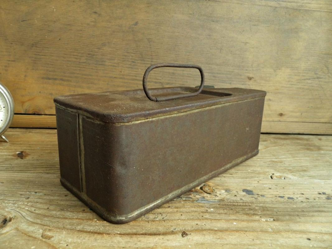 Antique Kerosene Can with Handle Gas Canister Container Vintage Railroad Tool Metal Box Oil Fuel Box Industrial Decor Tinware Man Cave Decor