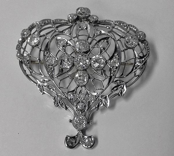 Edwardian Diamond Platinum Brooch, English C.1900