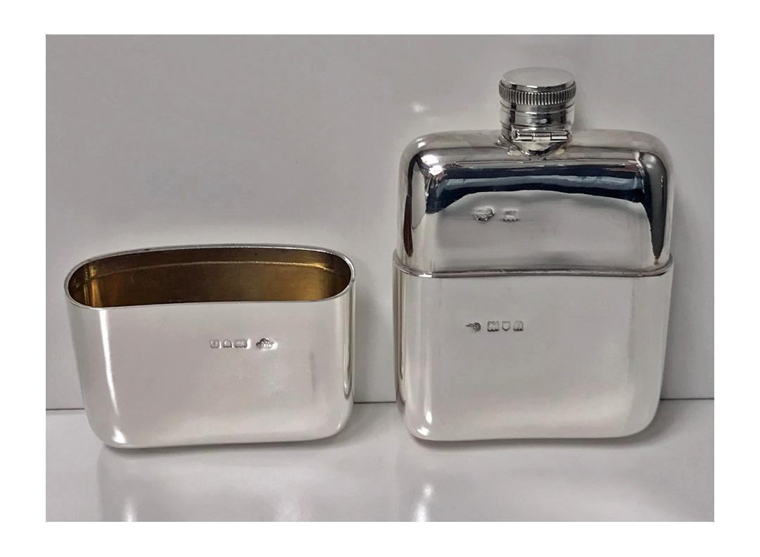 English heavy large Silver flask, London 1909, Goldsmiths & Silversmiths Co