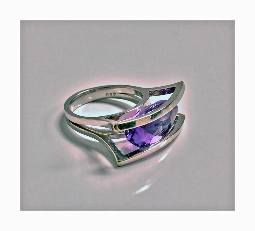 Modernist 18K white gold and Amethyst abstract Ring, 20th century