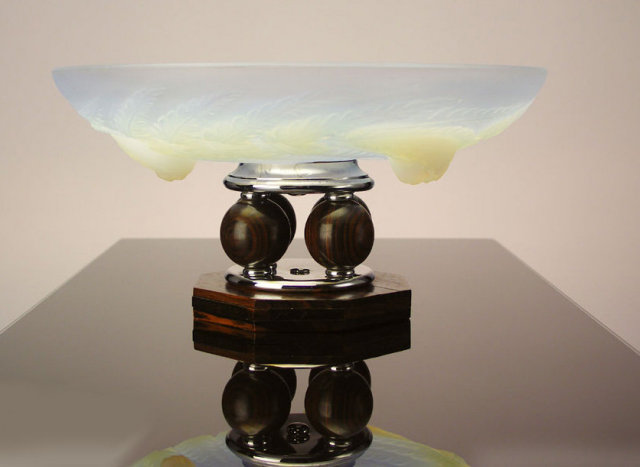 Etling French Art Deco opalescent Glass Centerpiece C.1930.