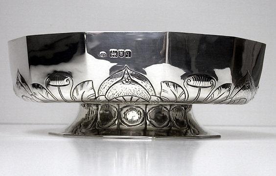 Fine Arts & Crafts Silver Bowl, London 1911, William Comyns
