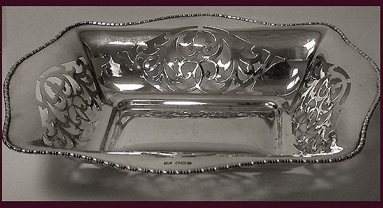 English Silver hallmarked Bread or Fruit Dish, 1931, Emile Viner