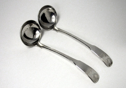 Pair of Scottish Georgian Silver Fiddle Shell Ladles, Edinburgh 1821