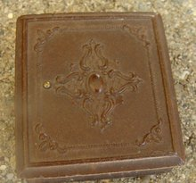 SMALL GUTTA PERCHA CASE WITH PRETTY LADY DAGUERREOTYPE