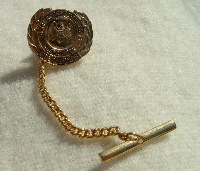 Vintage Retired Officers Association Life Member Tie Tack