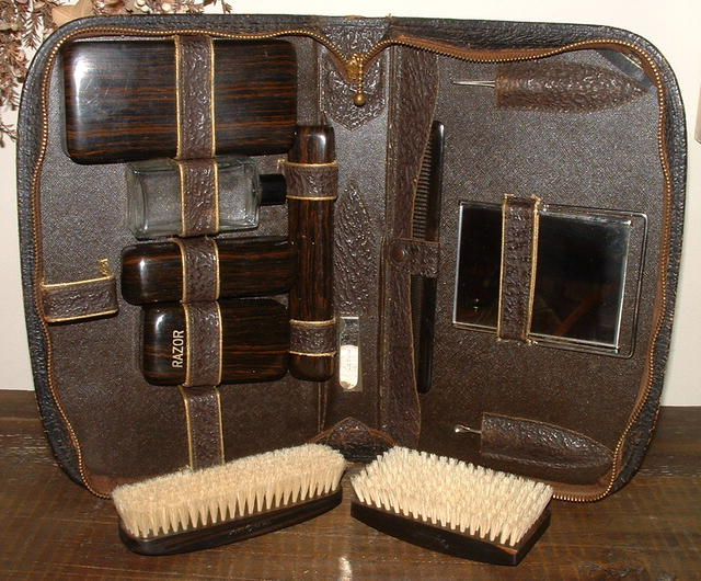 Antique Leather & Ebony Men's Toiletry Kit