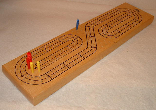 Vintage Milton Bradley /  Lowe Continuous Track Cribbage Board #1505