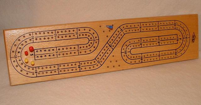 Vintage Milton Bradley /  Lowe Continuous Track Cribbage Board #1505