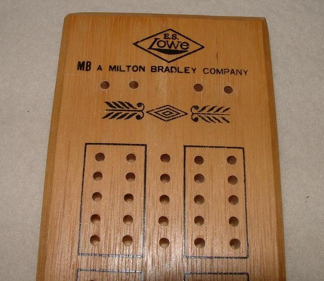 Vintage Milton Bradley /  Lowe Cribbage Board #1503