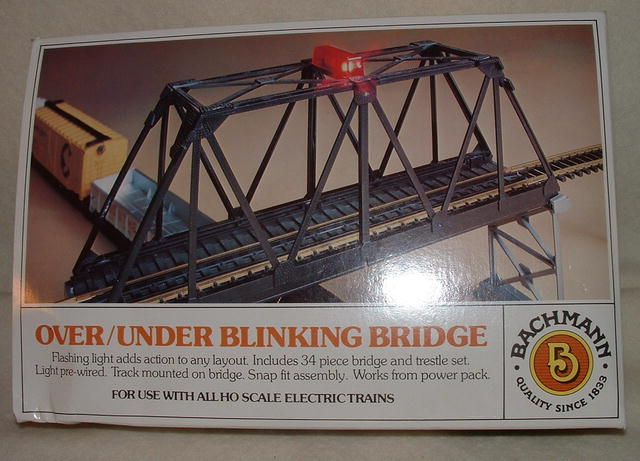 Vintage HO Gauge Bachmann Over/Under Blinking Railroad Bridge