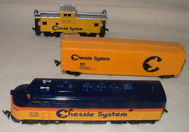 Vintage Bachmann HO Chessie System Locomotive, Freight Car, & Caboose