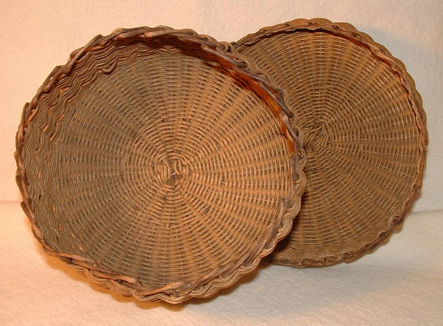 Vintage / Antique Round Covered Basket with Ring Handle