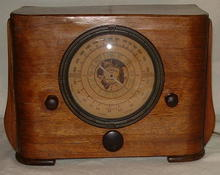 Antique Art Deco Wood Detrola Tabletop Tube Radio