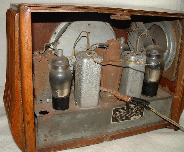 Antique Art Deco Wood Detrola Tabletop Tube Radio