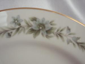 Pretty Creative Manor Dinner Plate