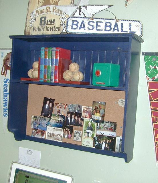 Boston Wall Shelf with Corkboard