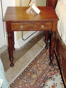 19TH CENTURY AMERICAN LATE FEDERAL  MAHOGANY SIDE TABLE