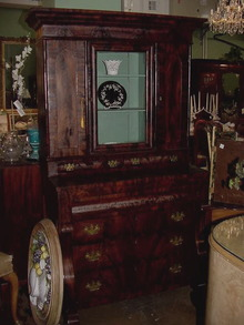 19TH CENTURY CLASSICAL CABINET ON CHEST
