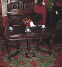 19TH CENTURY DUTCH DINING TABLE