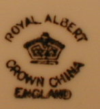 FLOWER Handle Cup & Saucer Royal ALBERT Crown