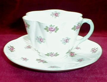 SHELLEY Rosebud DAINTY Teacup & Saucer