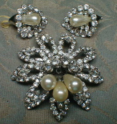 WEISS Brooch EARRINGS Set - Rhinestone Flowers -