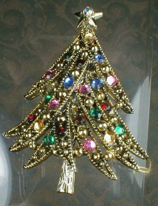 HOLLYCRAFT Christmas TREE Pin - VINTAGE -