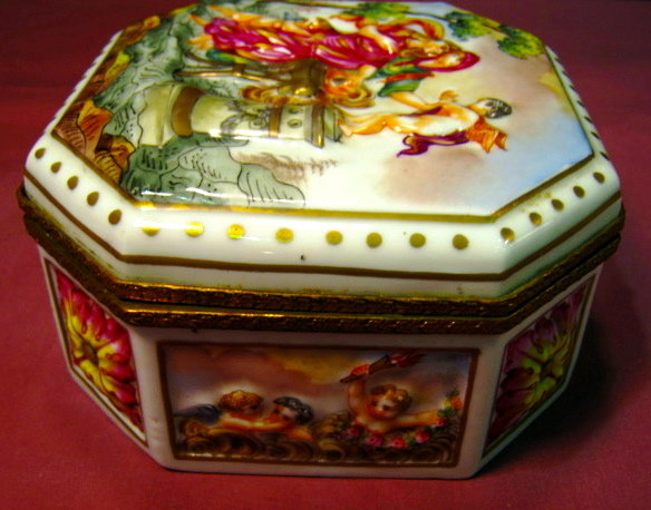 Capodimonte Octagonal Hinged Box - Made in France -