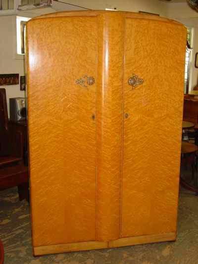 Majority Furniture English Birdseye Maple Large Fitted Wardrobe - Antiques, Art, Vintage