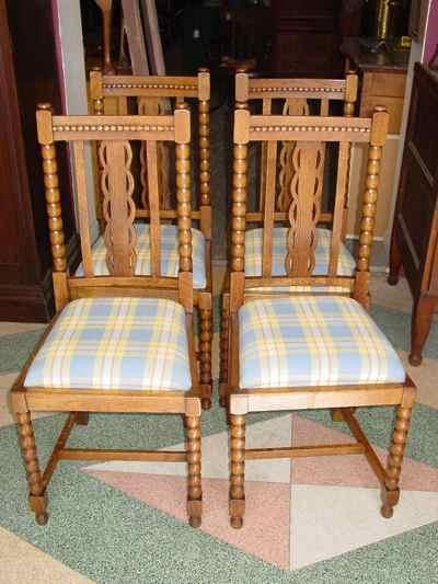 Set of 4 Antique English Spool Style Solid 1/4 Sawn Tiger Oak Chairs