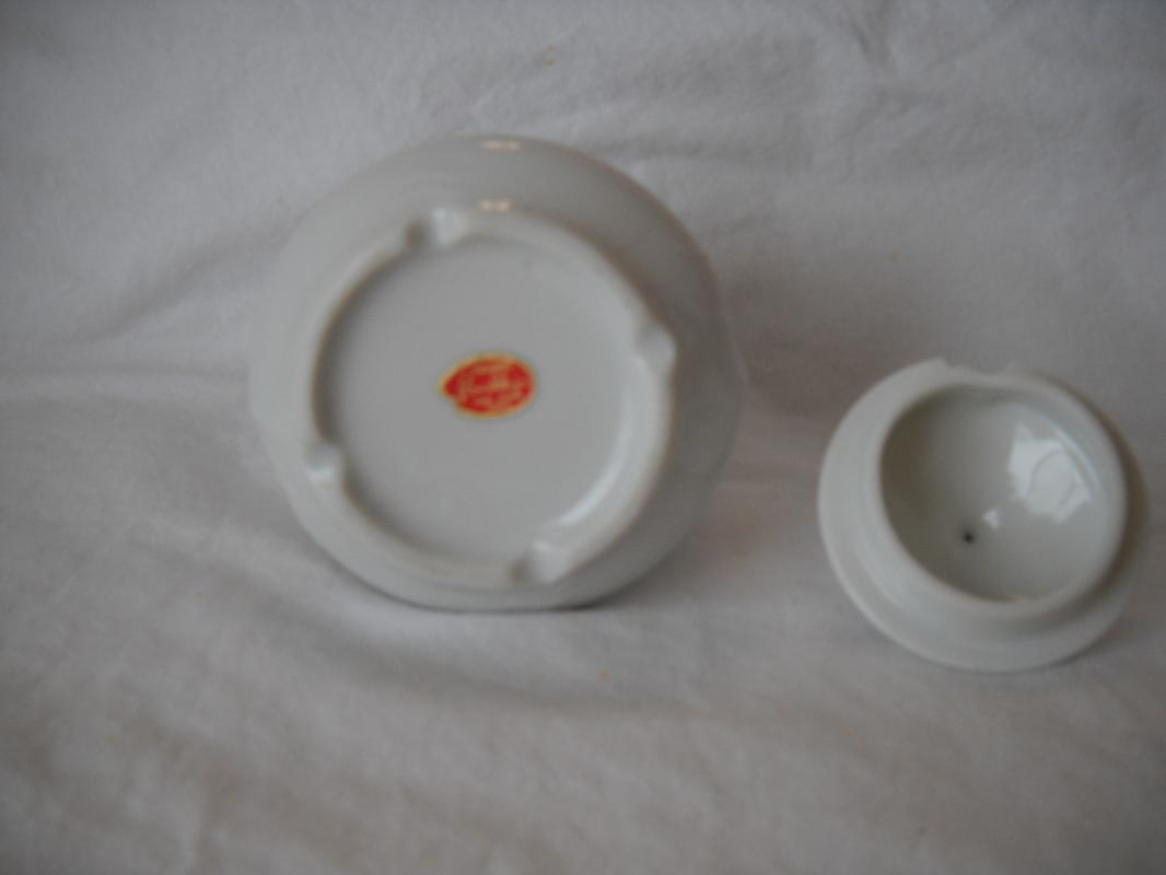 Renaldiz fine china JAPAN. Condiment jar