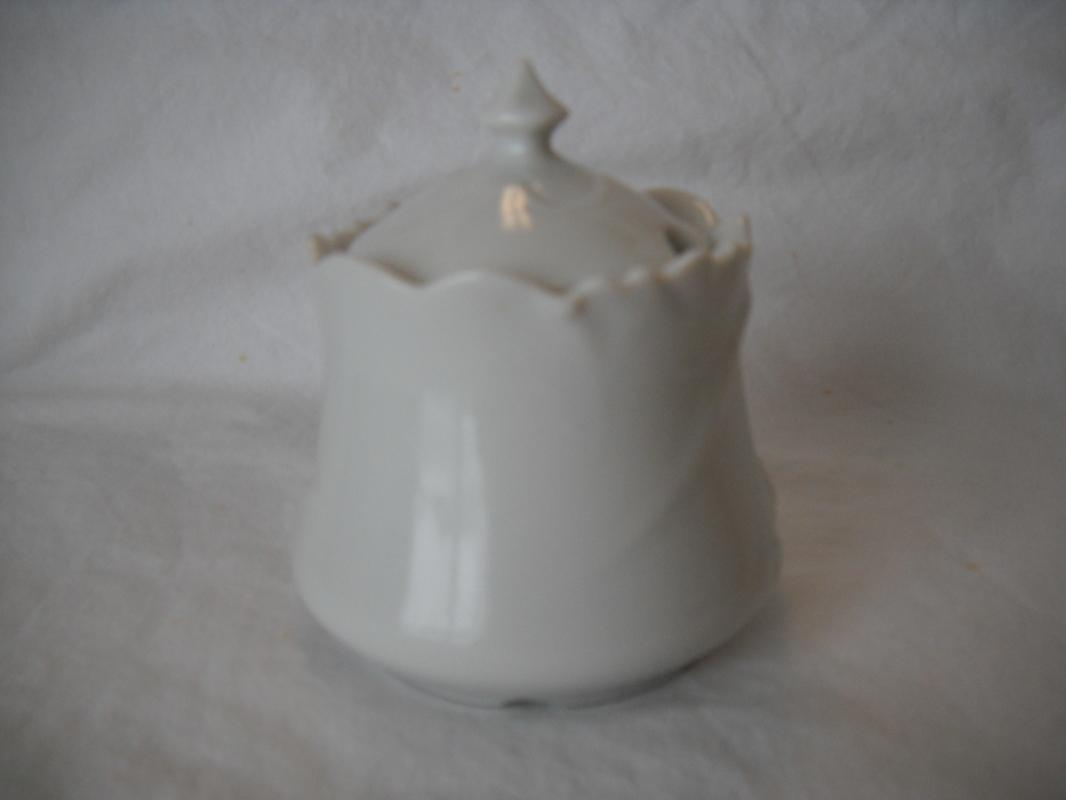 Renaldiz fine china JAPAN. Condiment jar