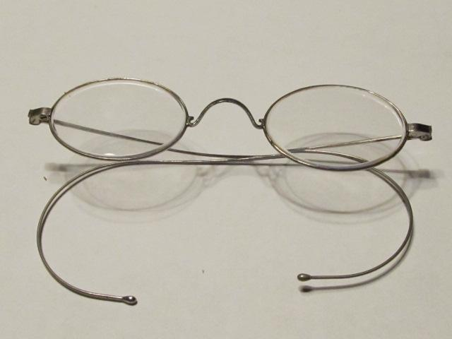 Eye Reading Glasses Oval Wire Rim - Glass
