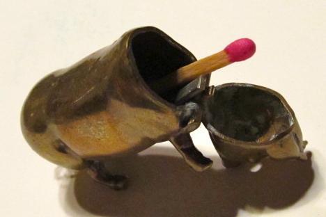 GO TO BED VESTA CASE Figural Brass PIG - Metalware
