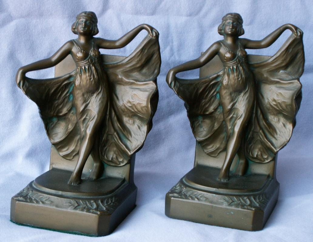 LOIE Dancing Lady Cast Metal Bookends - Metalware