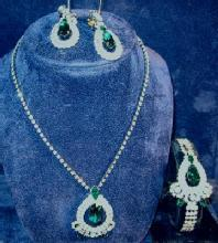 Jewelry  Emerald Green & Rhinesone Parure - Necklace Bracelet and Clip Earring  - Vintage Costume Jewelry Set