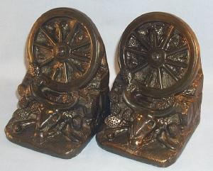 DODGE Bronzed WAGON WHEEL / LONGHORN SKULL Grey Metal Bookends - Metalware