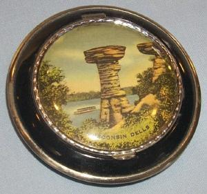 Unusual WISCONSIN DELLS Advertising Woman's Powder Compact with Mirror
