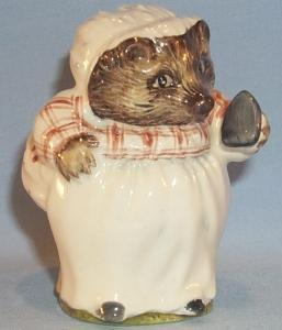Colorful Beatrix Potter's MRS TIGGY WINKLE Porcelain Figurine