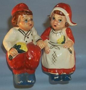 SITTING DUTCH COUPLE Porcelain Salt and Pepper Shakers